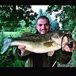 Black bass gigante alle casse di espansione del fiume Panaro con topo a galla